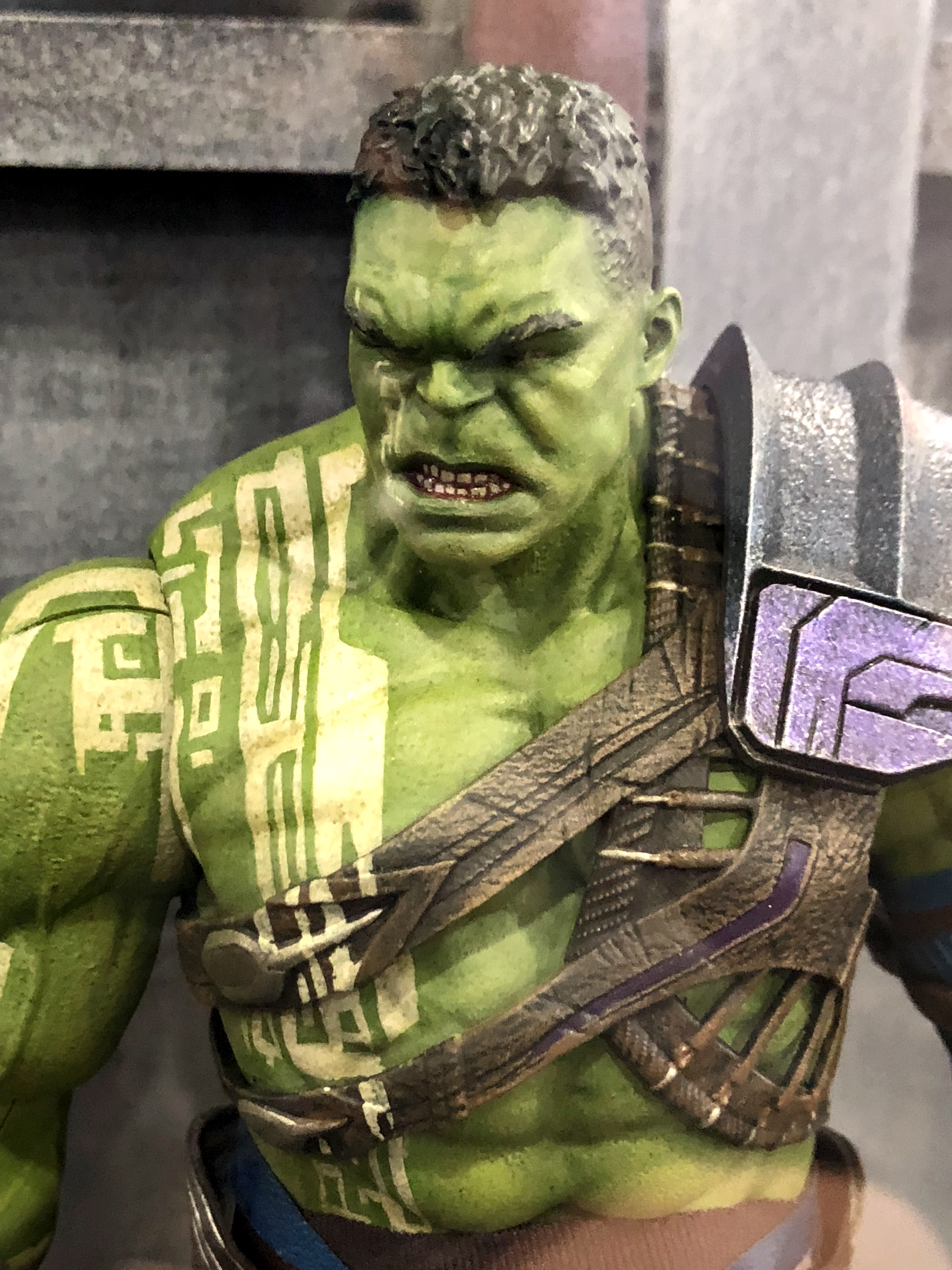 2018 Toy Fair Mezco Hulk Ragnarok 02
