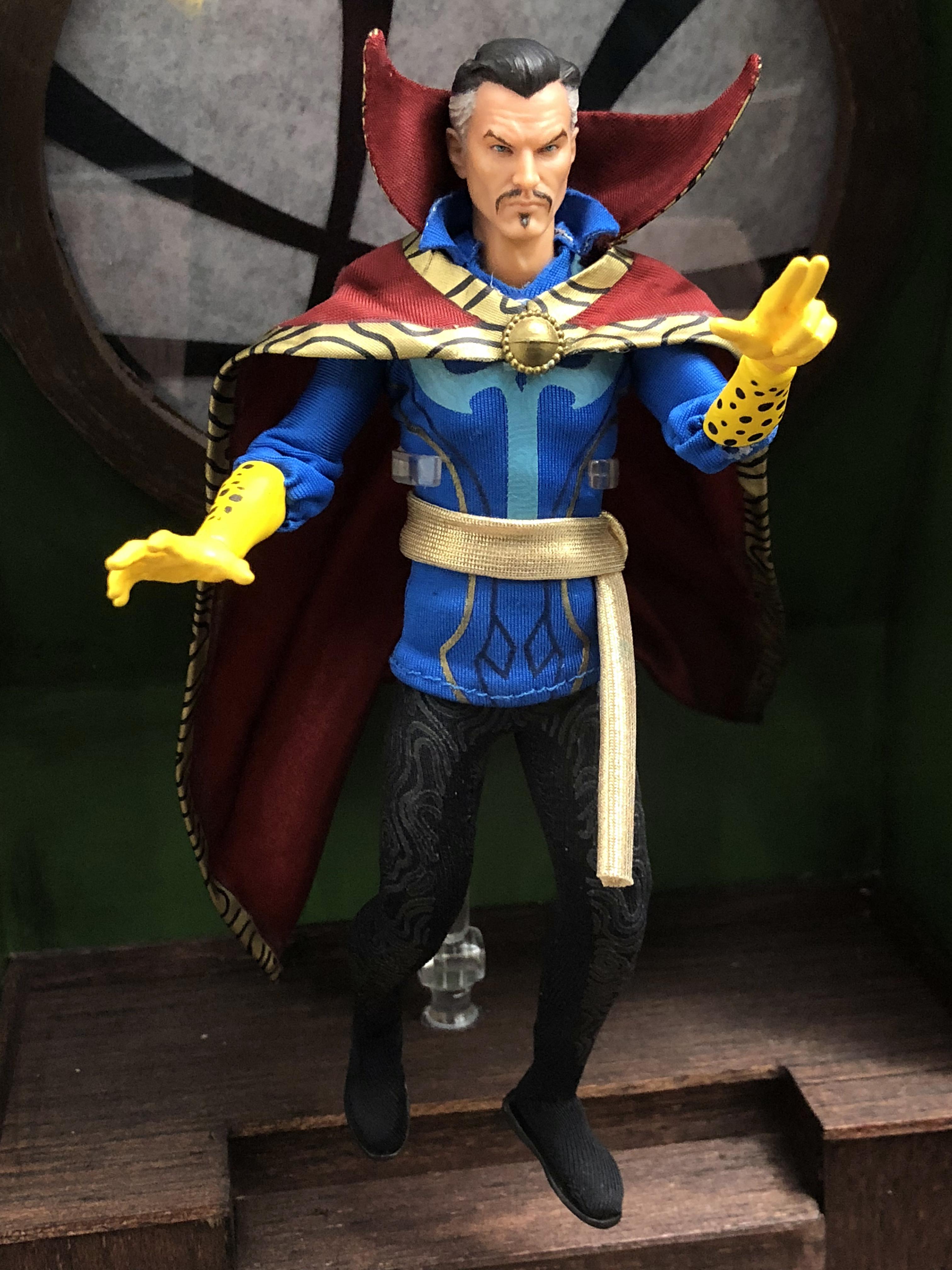 2018 Toy Fair Mezco Dr Strange 01