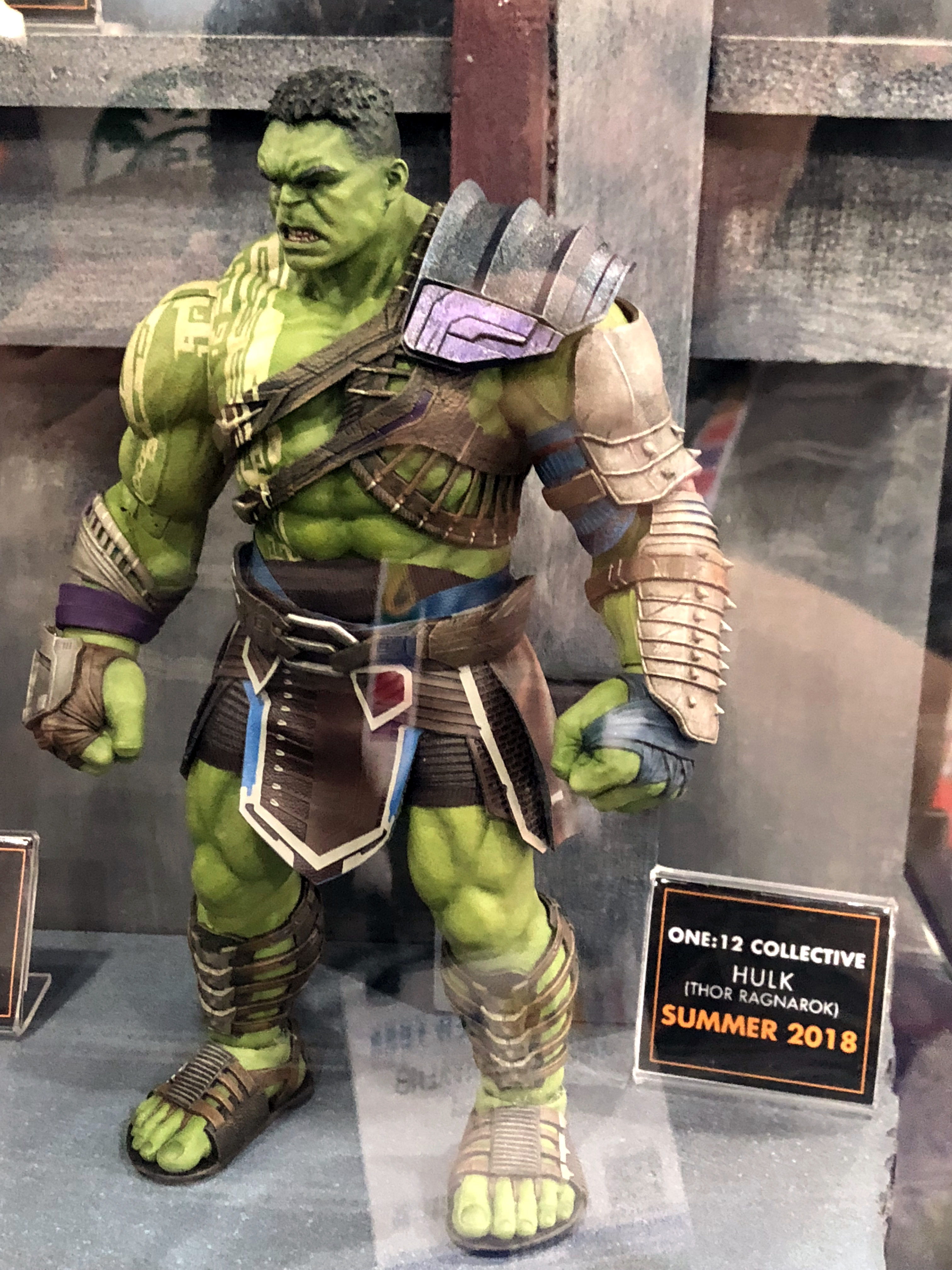 2018 Toy Fair Mezco Hulk Ragnarok 01